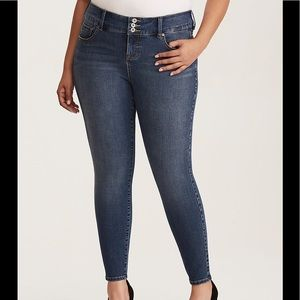 {Torrid} PREMIUM ULTIMATE STRETCH JEGGINGS Tall